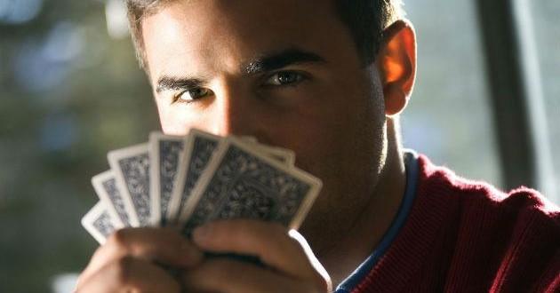 Poker Face : indispensable pour un joueur de poker ?