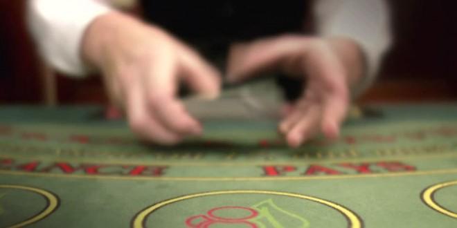Devenir croupier dans le monde du poker : quelle formation ?