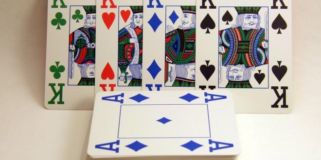 Cartes de 4 couleurs différentes pour le poker